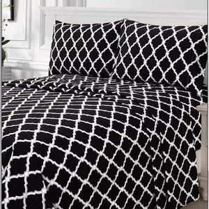 ⭐️SALE⭐️King 4pc Black Arabesque Bedsheets